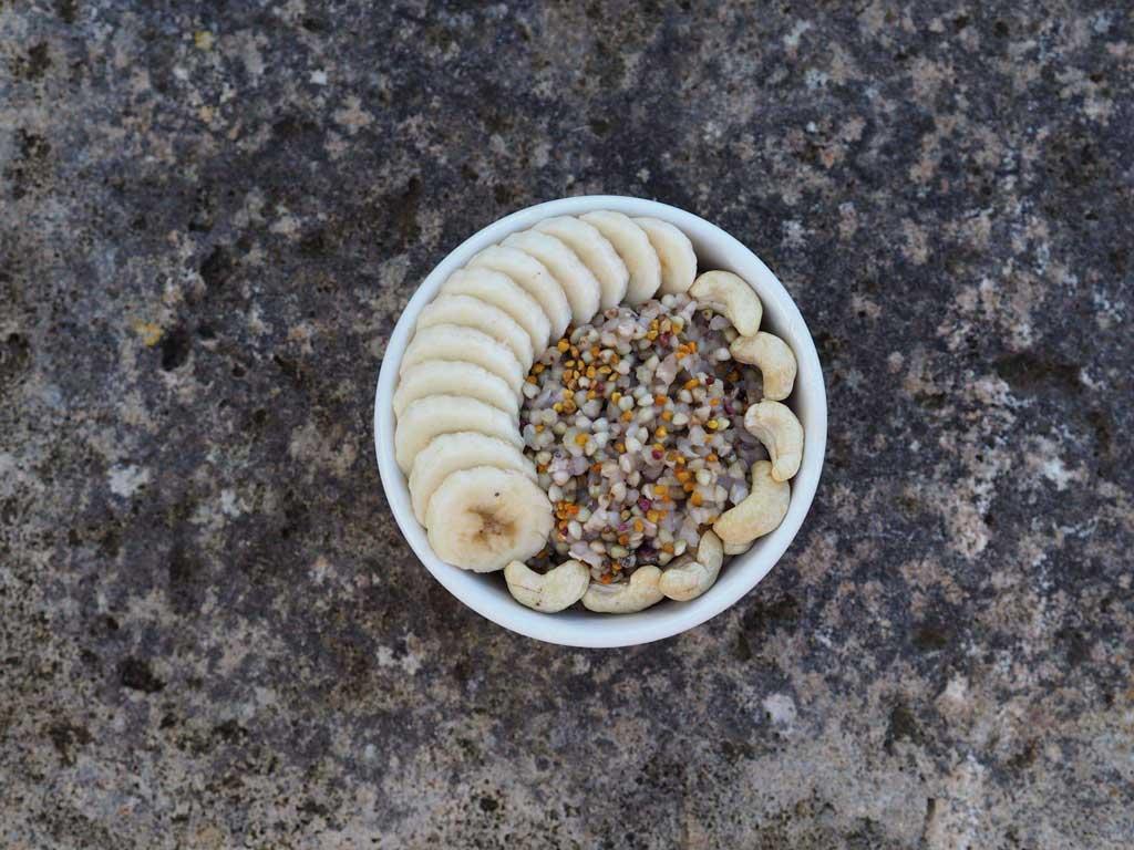 Bol de trigo sarraceno para desayunar