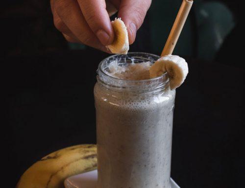 Batido de chocolate negro, plátano y avellana: ideal para empezar el día con energía