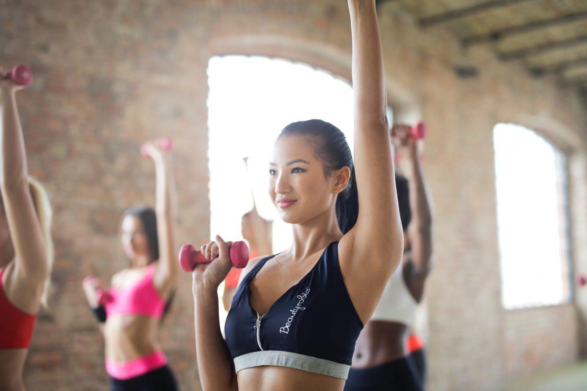 ejercicios-tonificar-brazos-y-gluteos