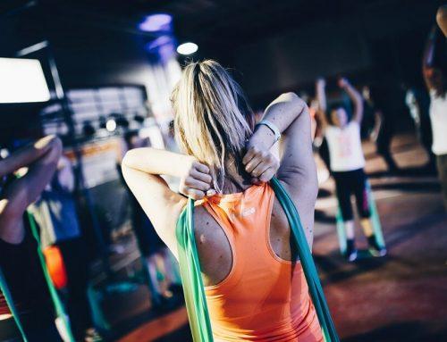 Tonifica todo tu cuerpo con estos 6 ejercicios con banda elástica