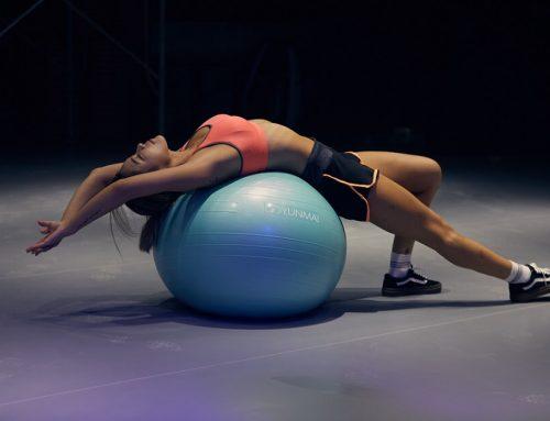 Circuito con fitball para tonificar brazos y core