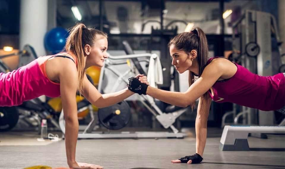 Tener un compañero al gym